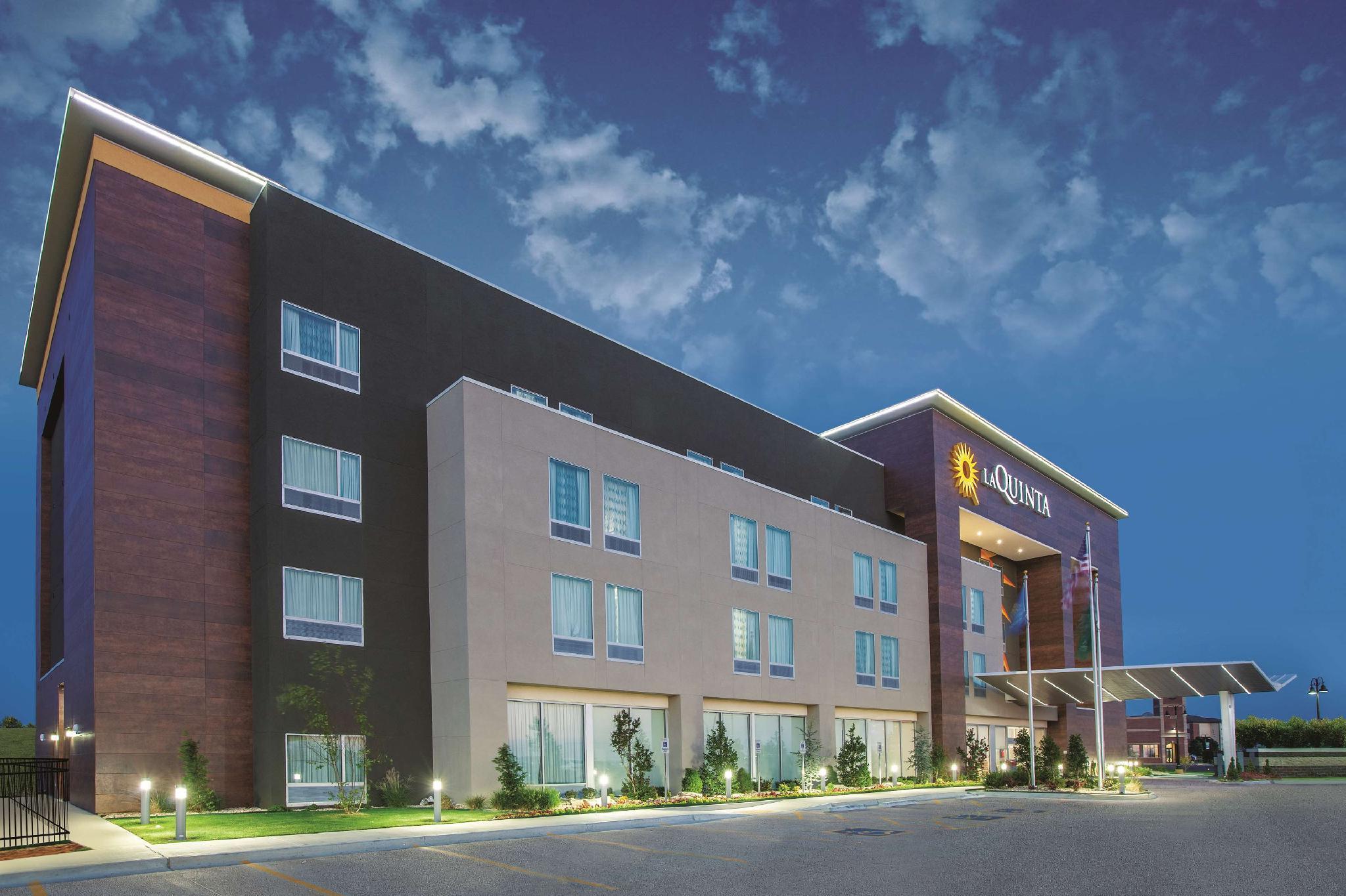 La Quinta Inn And Suites By Wyndham Tulsa Broken Arrow