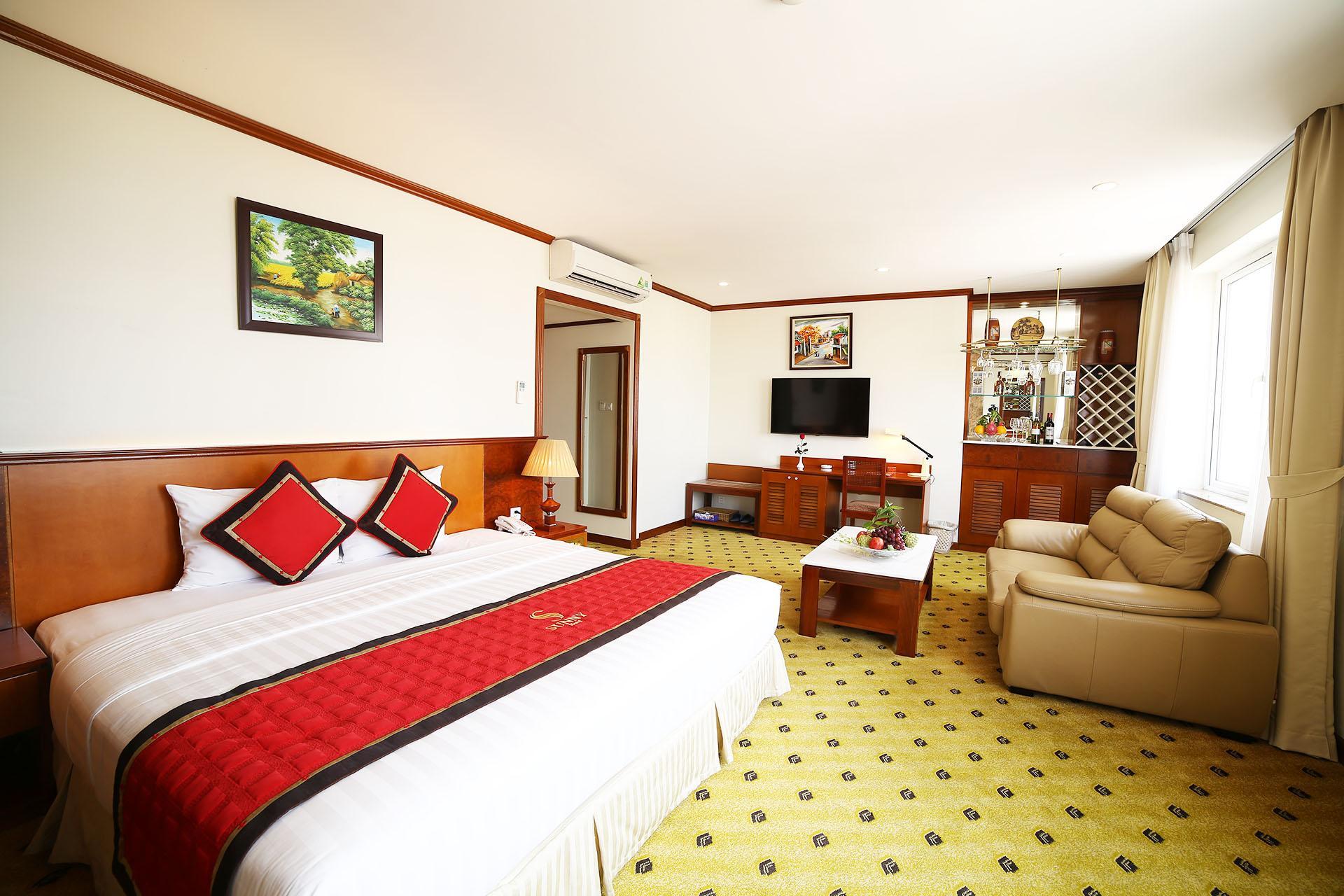 Sunny Hotel 1
