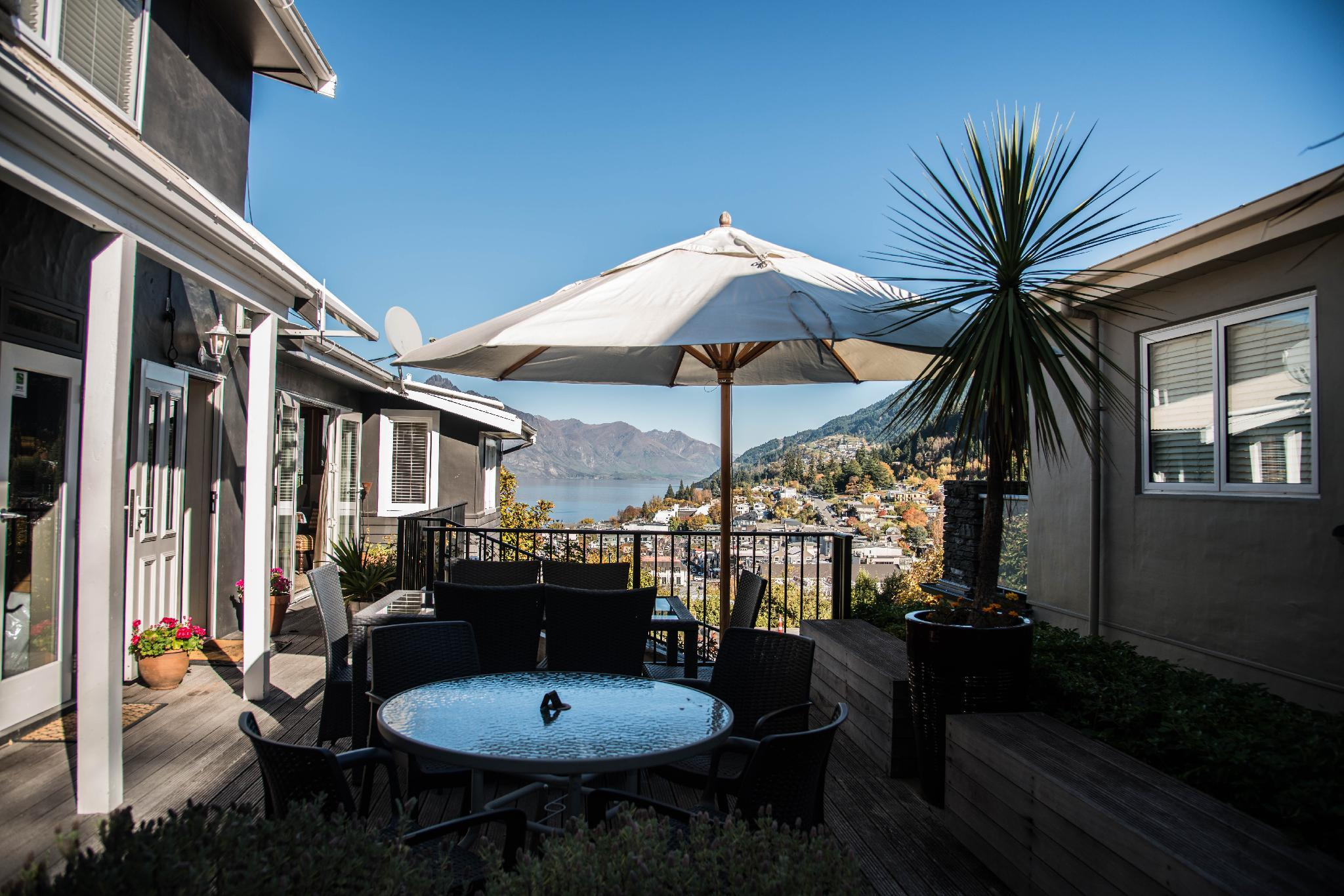 Queenstown House Boutique Bed & Breakfast & Apartments ...