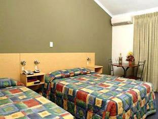 Heavitree Gap Hotels image