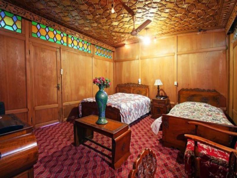 Comfy Royal Dandoo Palace  Houseboat