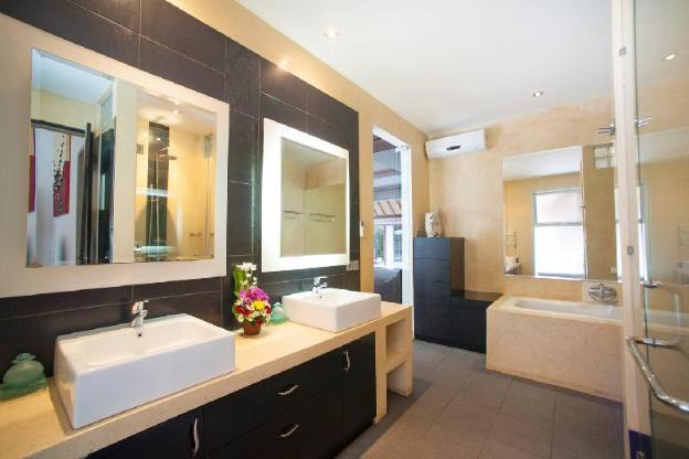 Villa 4 Bedrooms with Private Pool in Seminyak.