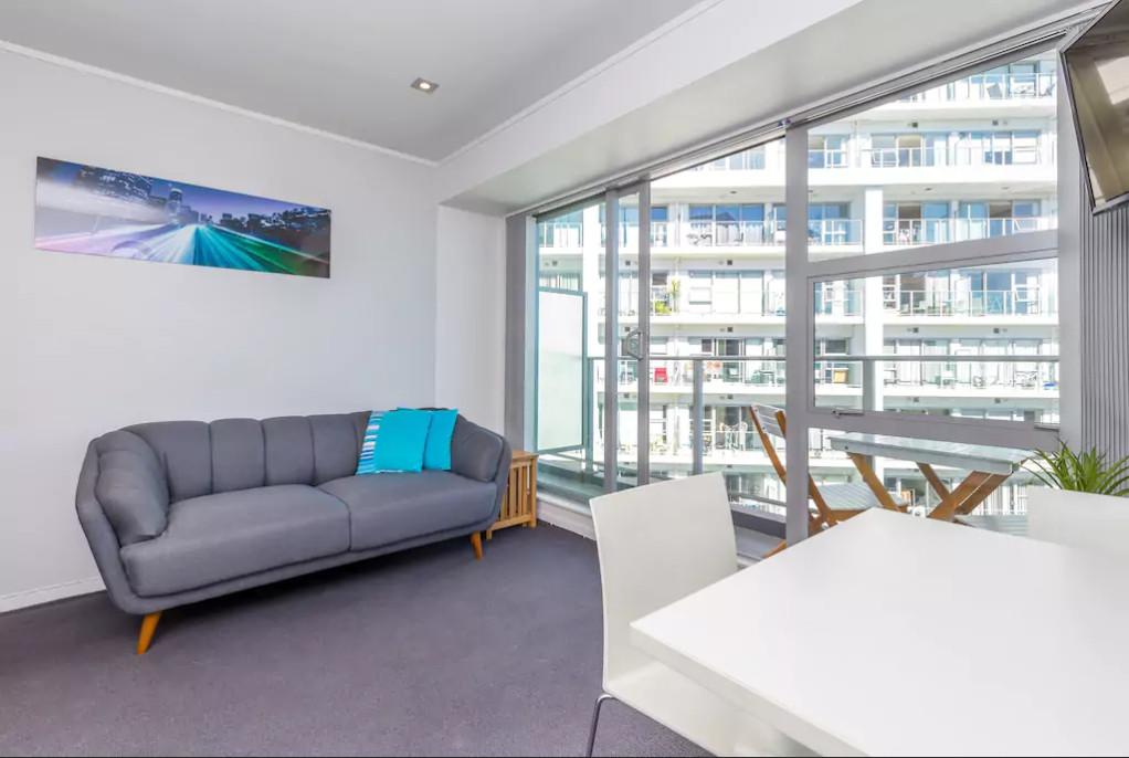 Central And Cosy Two Bedroom On Queen Street