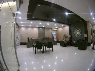picture 1 of Corner View Studio Unit