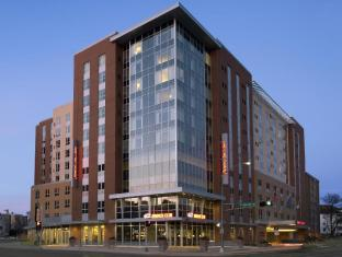 Hampton Inn and Suites Madison Downtown