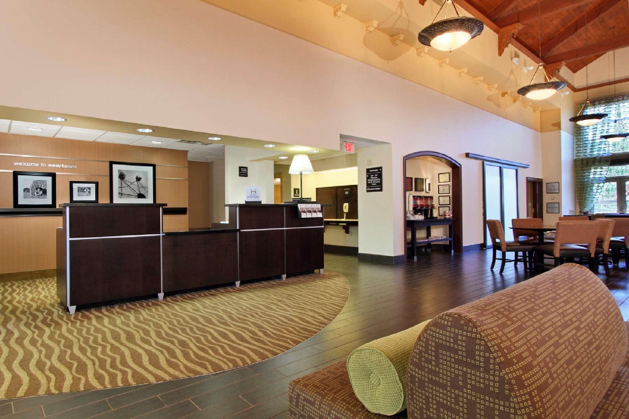 Hampton Inn And Suites Newtown