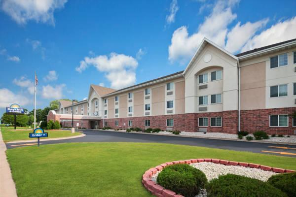 Days Inn And Suites By Wyndham Green Bay WI.
