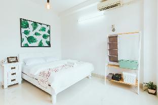 Urban House Saigon 2 Deluxe room with balcony