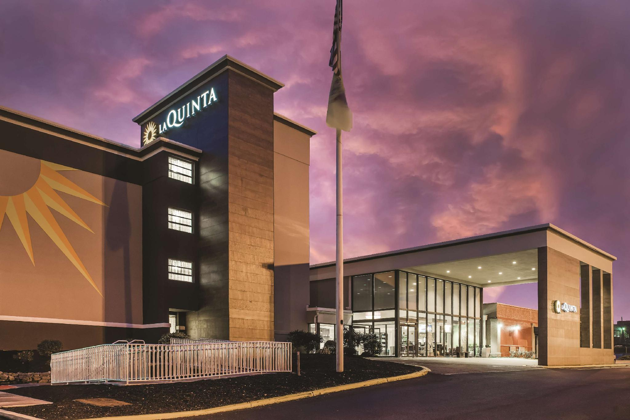 La Quinta Inn And Suites By Wyndham Clifton Rutherford