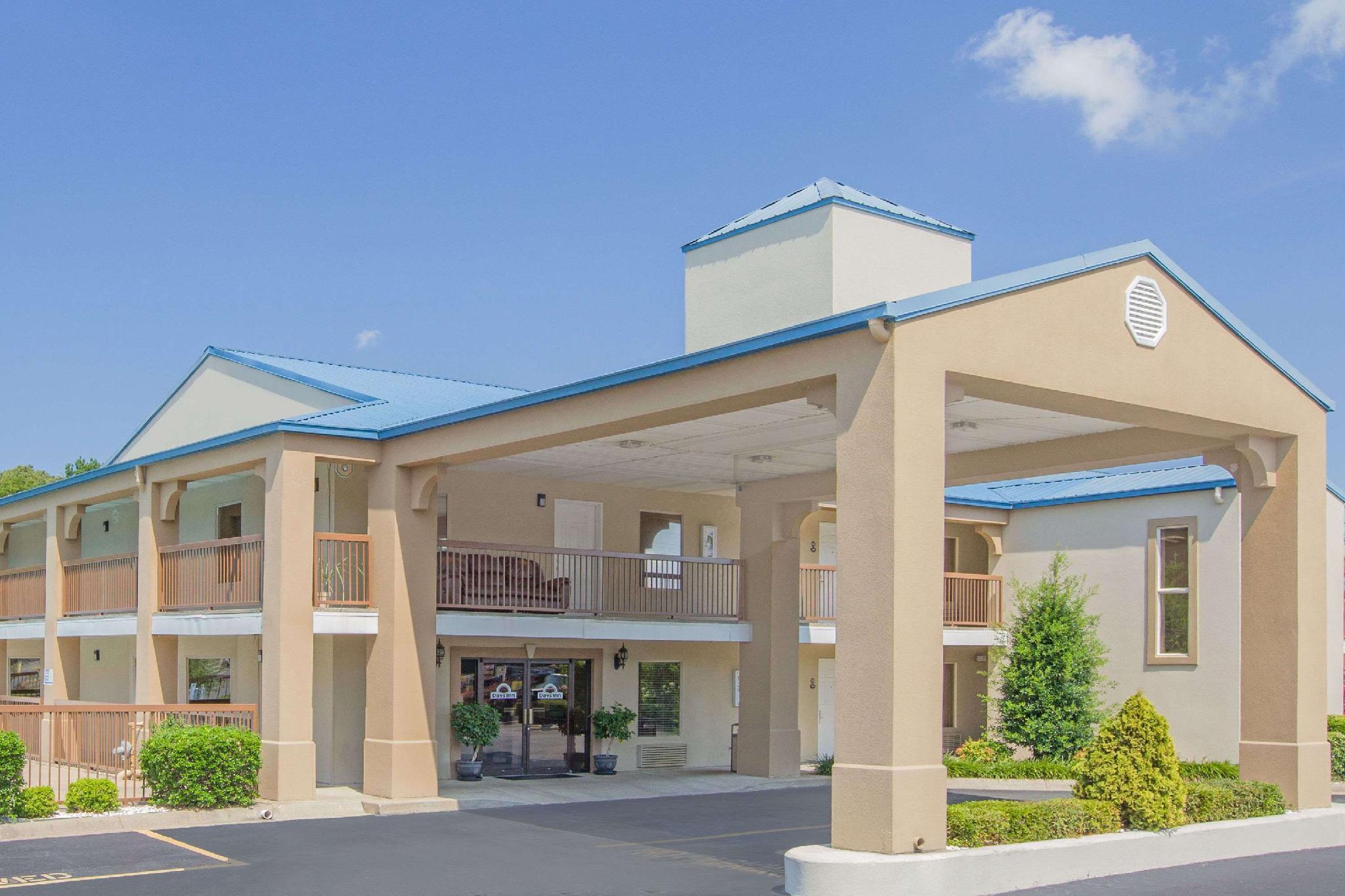 Days Inn And Suites By Wyndham Pine Bluff