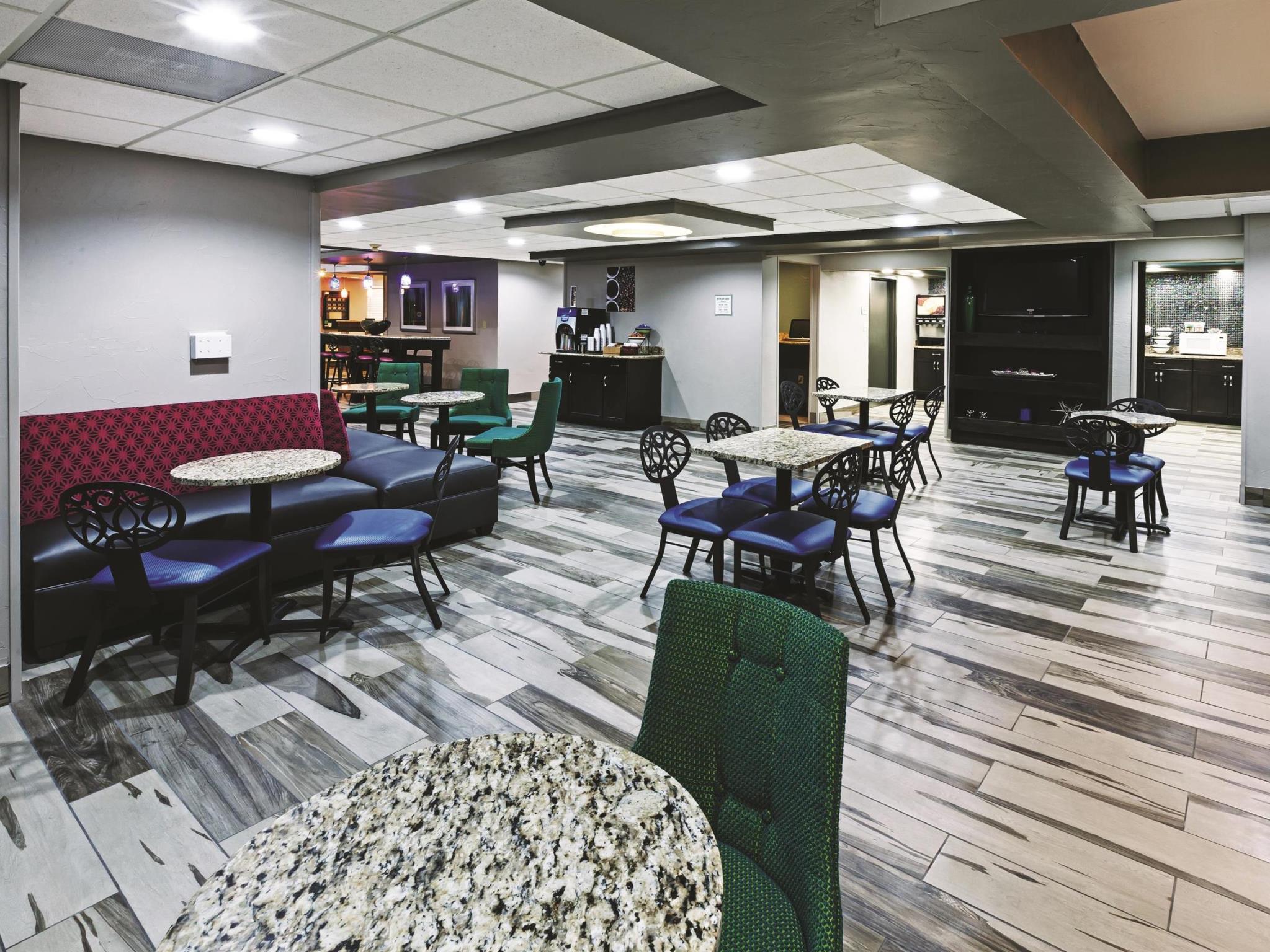 La Quinta Inn & Suites By Wyndham Denison   N. Lake Texoma