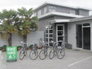 關於兩樹飯店 (Two Tree Lodge)