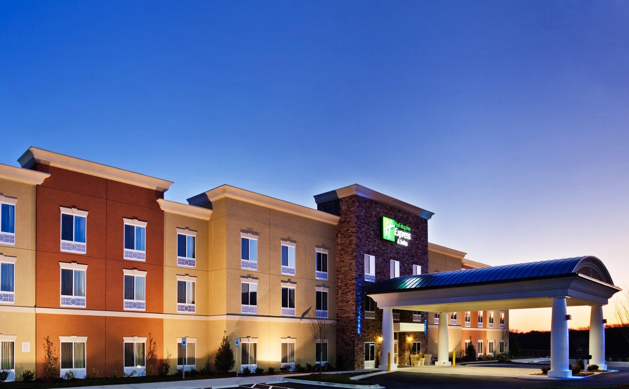 Holiday Inn Express Hotel And Suites Charlotte Southeast   Matthew