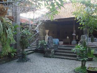 Sekar Puri Villa