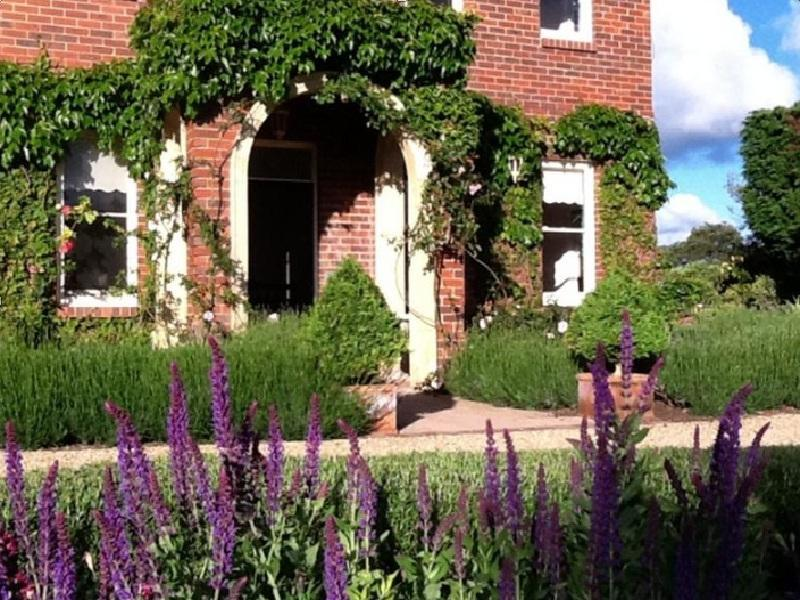 Ellesmere House Bed And Breakfast