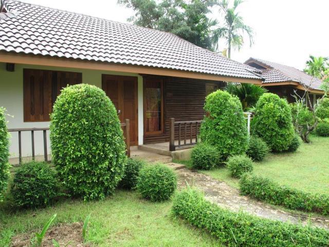 บ้านชมนา รีสอร์ท – Ban Chomna Resort