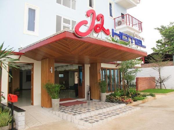 J2 Hotel Tak