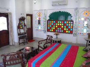Raj Niwas Hotel