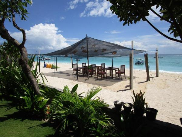 Yogi Beach Bungalow & Restaurant Lembongan Bali