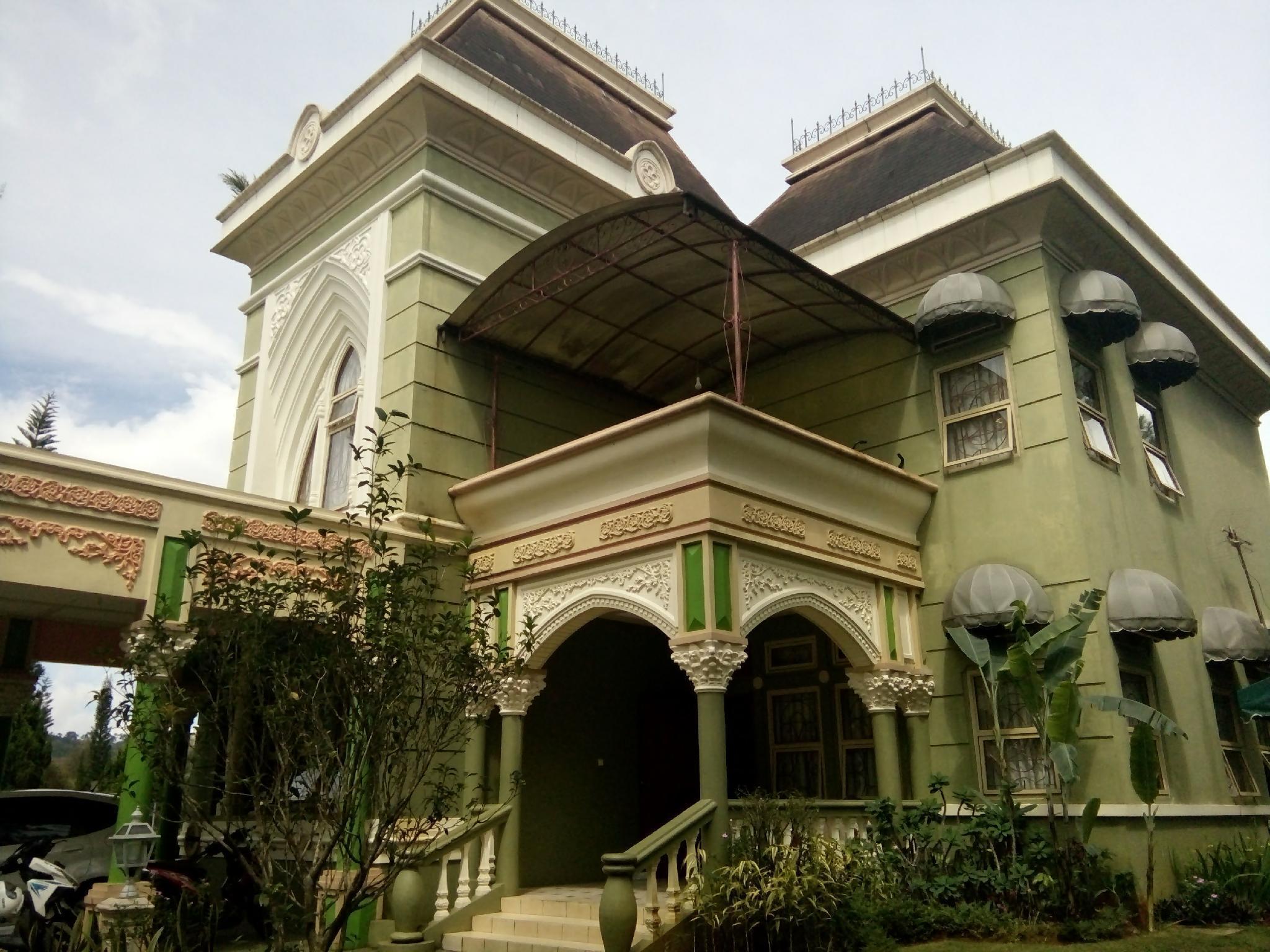 Fame Villa Panggung Swiss Kota Bunga