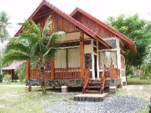 瓦塔纳度假村 (Wattana Resort)