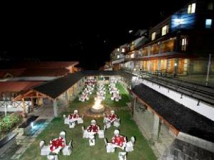 Manu Allaya Spa Resort