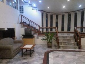 Golden House Service Apartment
