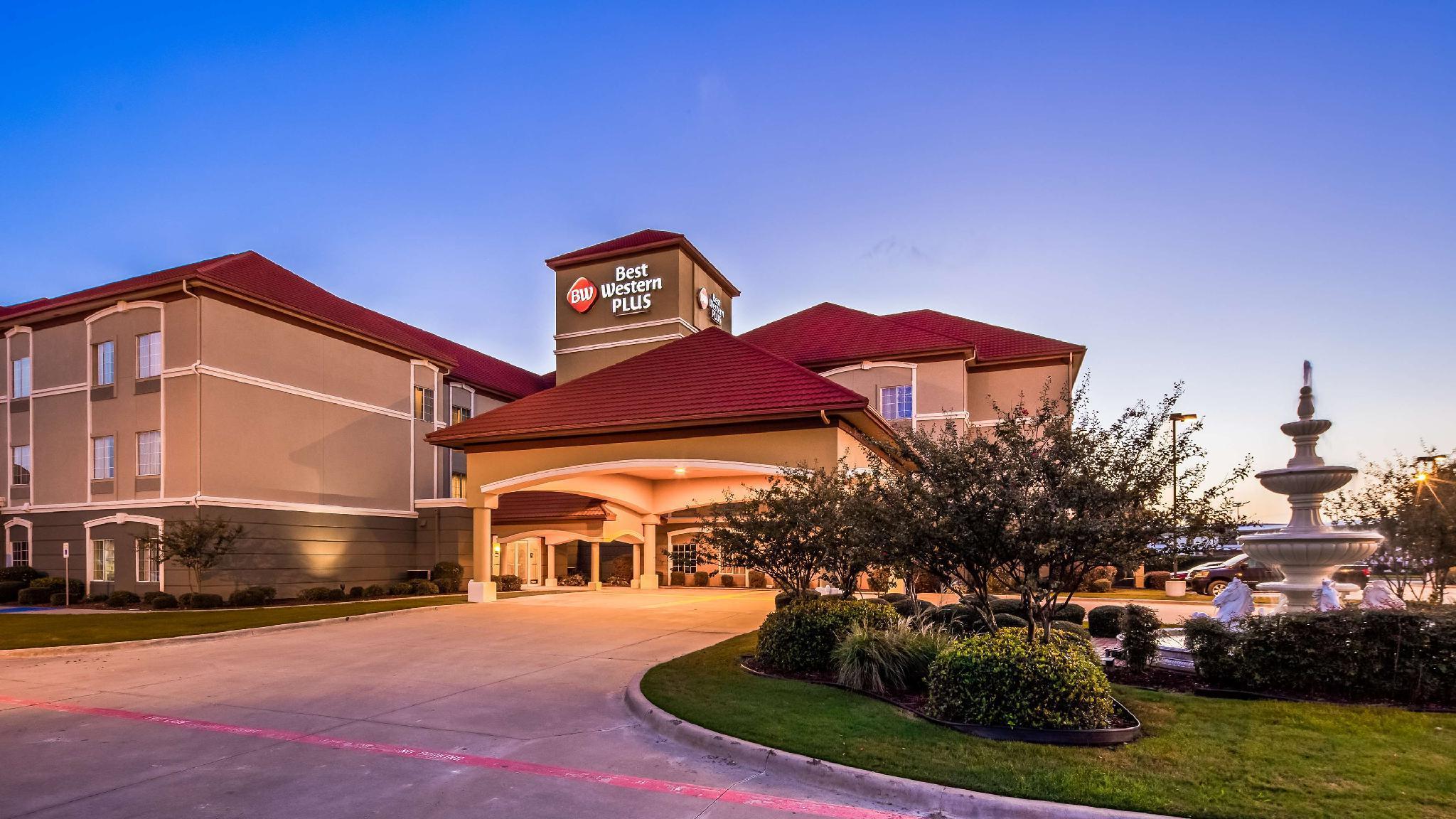 Best Western Plus Monica Royale Inn And Suites