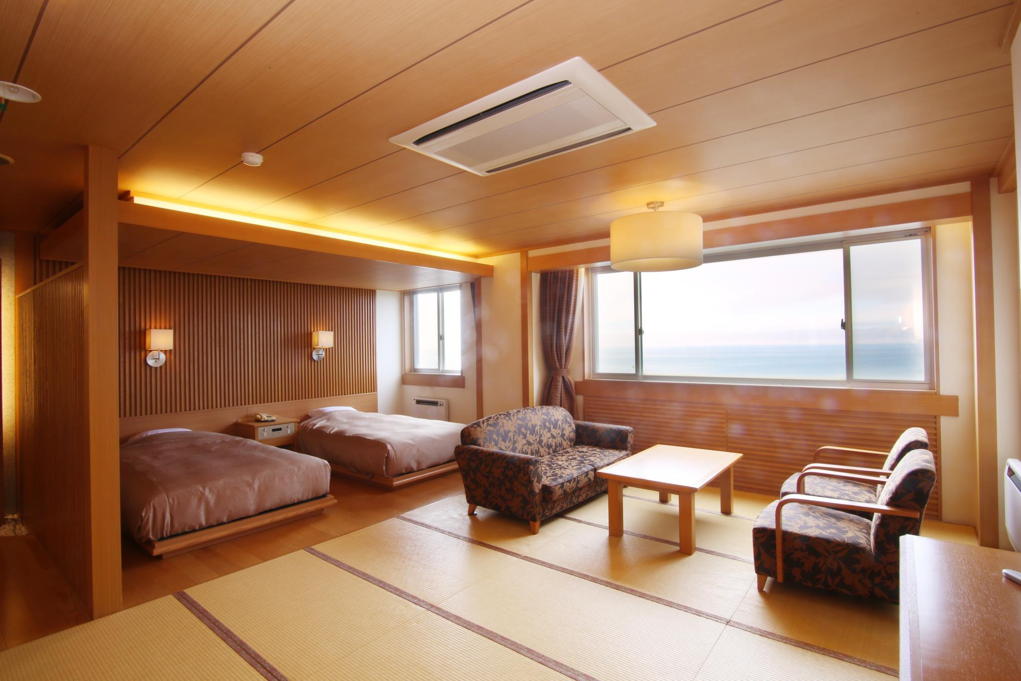 Deluxe Room with Tatami Area for 5 People