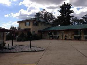 华威乡村玫瑰汽车旅馆 (Country Rose Motel Warwick)