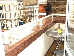 Penthouse 3 Bedroom Apartment in Covent Gardens image