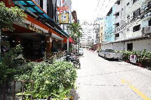 OYO 126 Patong Station House Hotel