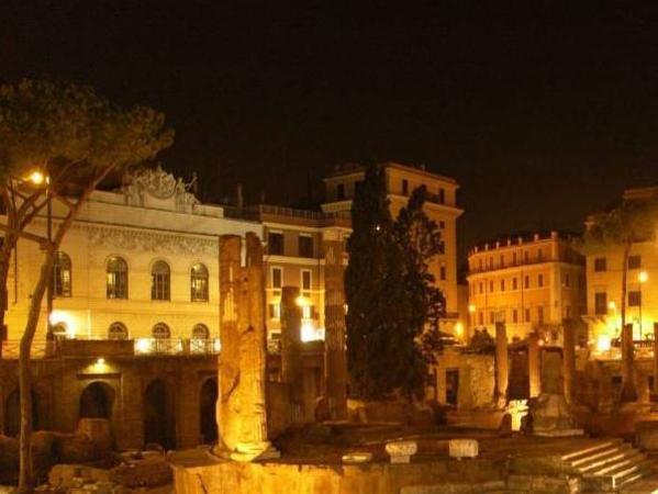 Relais Teatro Argentina Rome