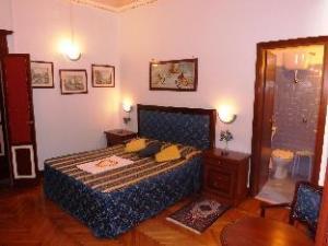 Tibullo Guest House