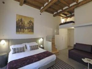 Trevi Palace Luxury Apartments