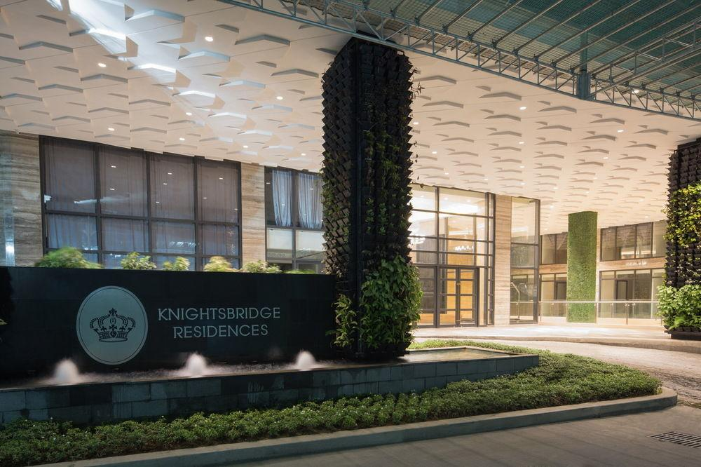 Modern 50th Floor Flat @Knightsbridge Residences.