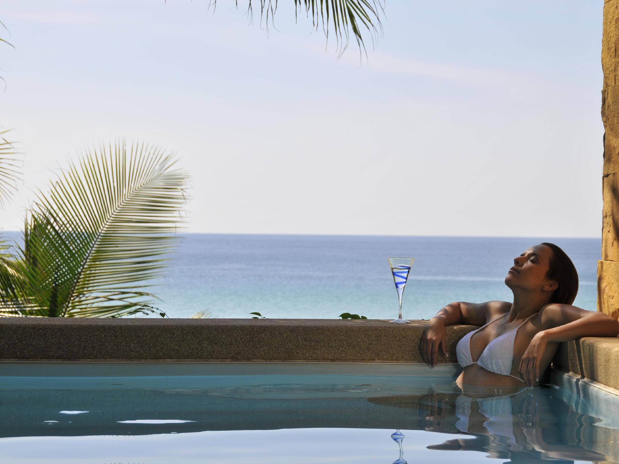 Andaman White Beach Resort อันดามัน ไวท์ บีช รีสอร์ท
