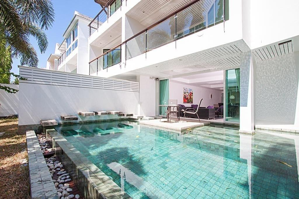 4 Bed Golf Pool Villa Sleeps 10 Phuket (B) Reviews