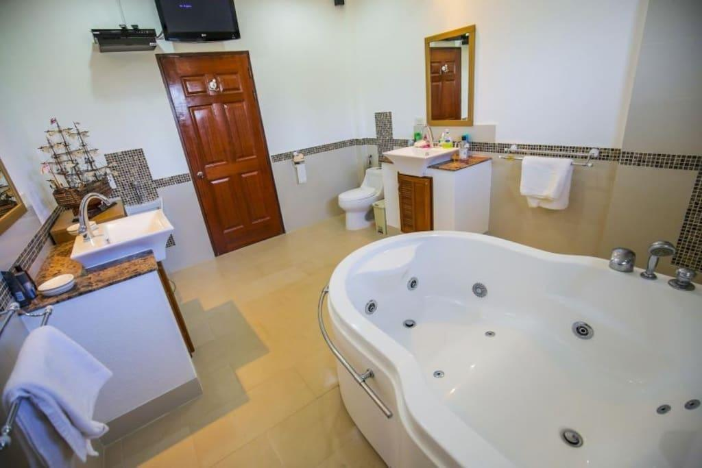 Private Luxury Villa 4 Bed with pool in pattaya Reviews