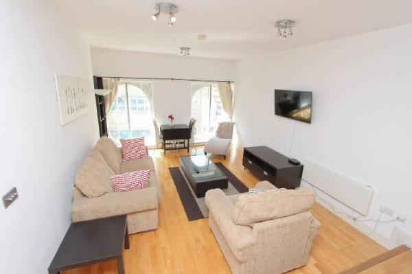 2 bedroom modern apartment on the Clifton Triangle Bristol