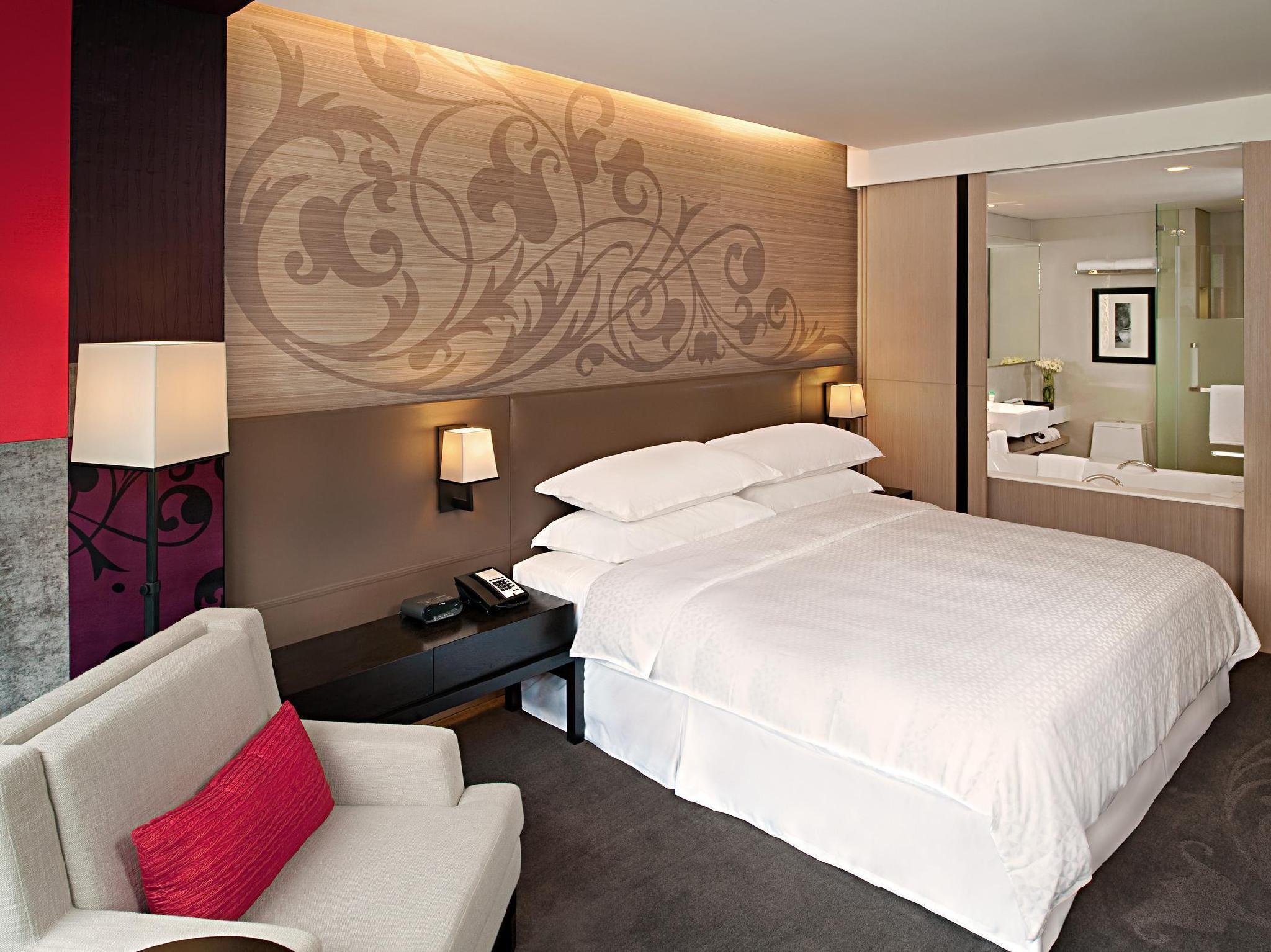 Four Points by Sheraton Bangkok Sukhumvit 15 Hotel - Bangkok