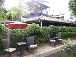 Lek House