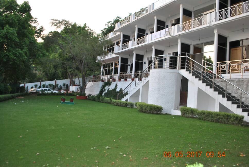 Pineoak Resort