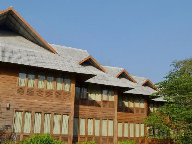 เฮือนคำฟ้า กอล์ฟ รีสอร์ท – Huen Kam Fah Golf Resort