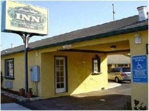 關於阿羅約鄉村旅館 (Arroyo Village Inn)