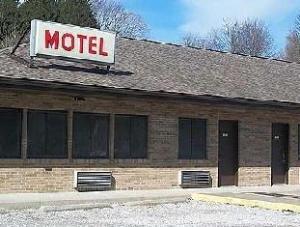 Mohican Little Brown Inn
