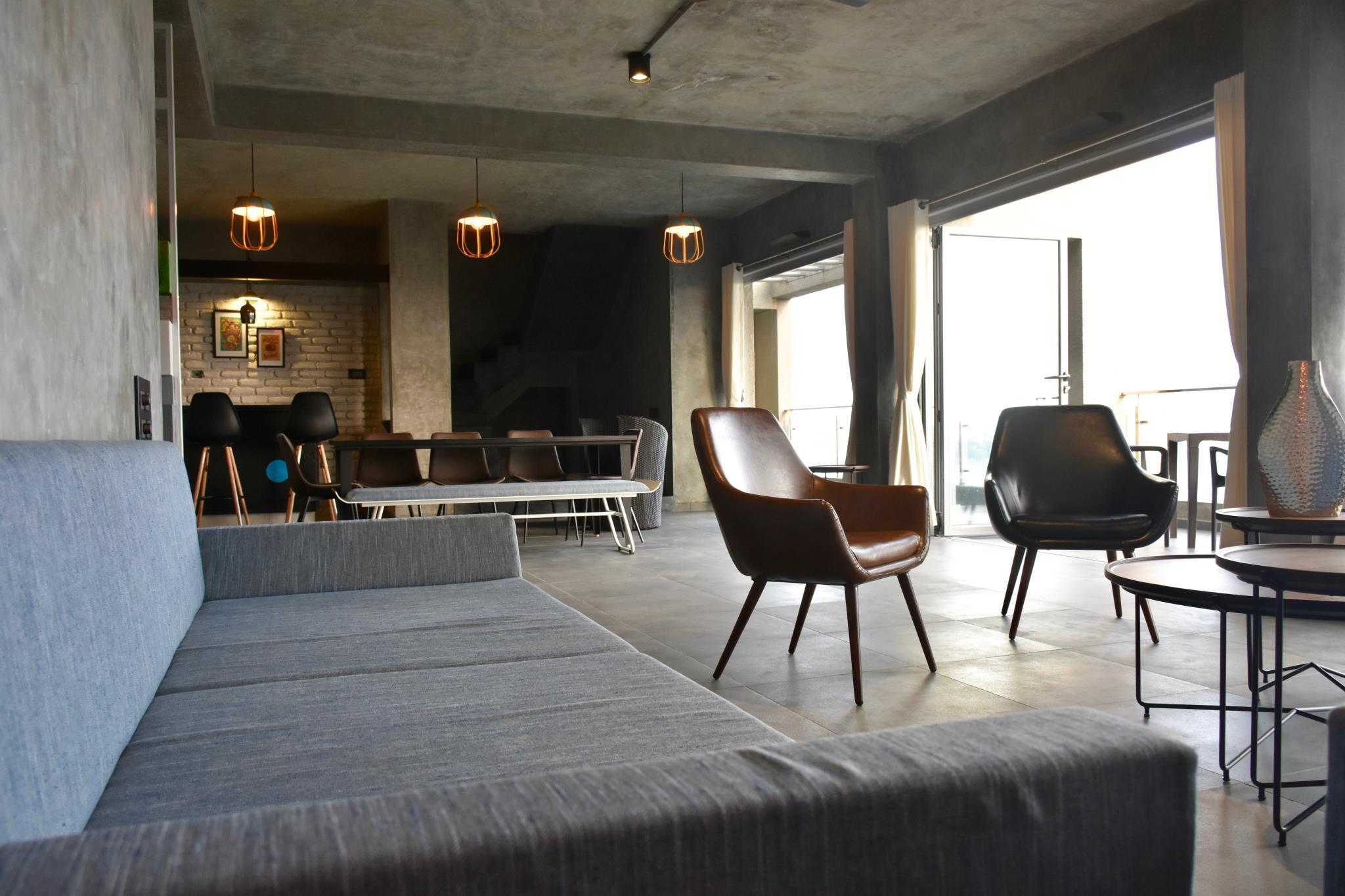 Grey Stone   Lakefront PentHouse  Full AC