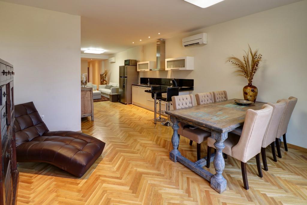 Luxurious 3 Bedroom Beach Apartment