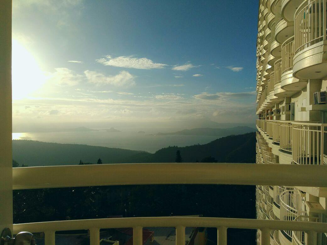 Ria's Place Tagaytay with Lake & Pool View