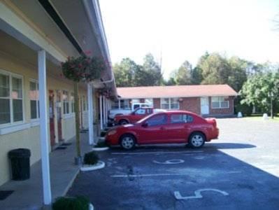 Cardinal Court Motel